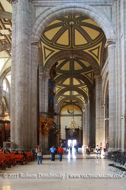 interior da catedral da cidade do mexico