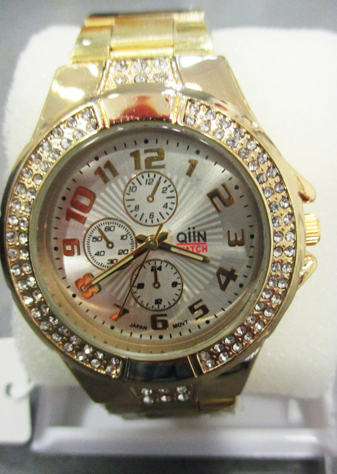 Reloj señora dorado con adorno de piedras