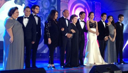 The all-star cast of Muling Buksan Ang Puso