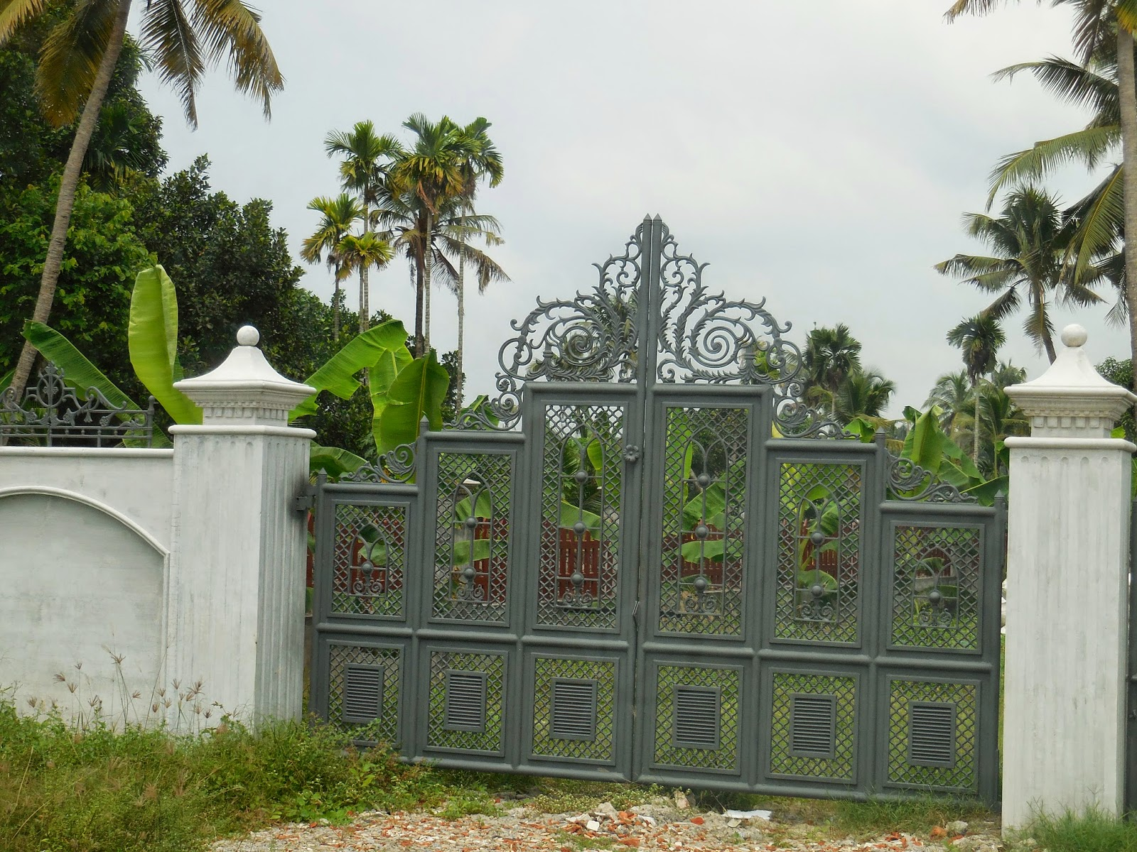 Kerala gate designs house gates in ernakulam kerala for Home gate design