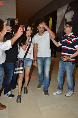 Ritesh  &Genelia snapped shopping at Pavilion Mall in Malaysia