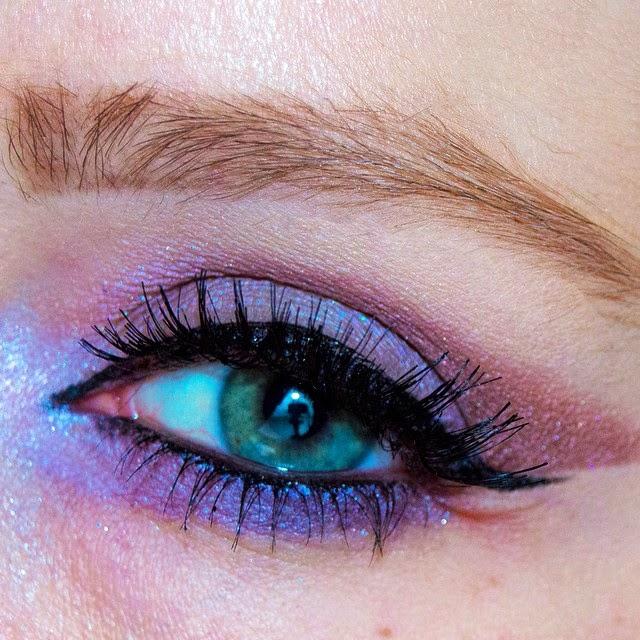 trucco occhi azzurri per primavera