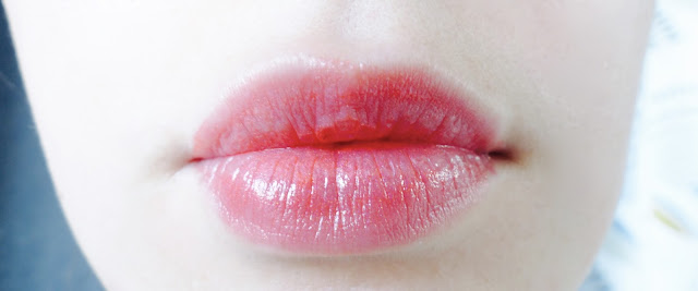 lips-venus-green-hurraw-balm-coral