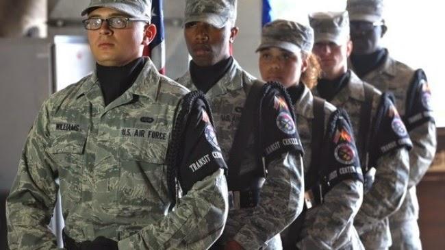 Ngày 15/10, các cố vấn quân sự Mỹ đã đến Iraq để huấn luyện lực lượng an ninh cho nước sở tại.