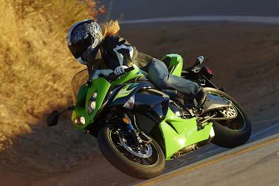 2011 Kawasaki Ninja ZX-6R Action