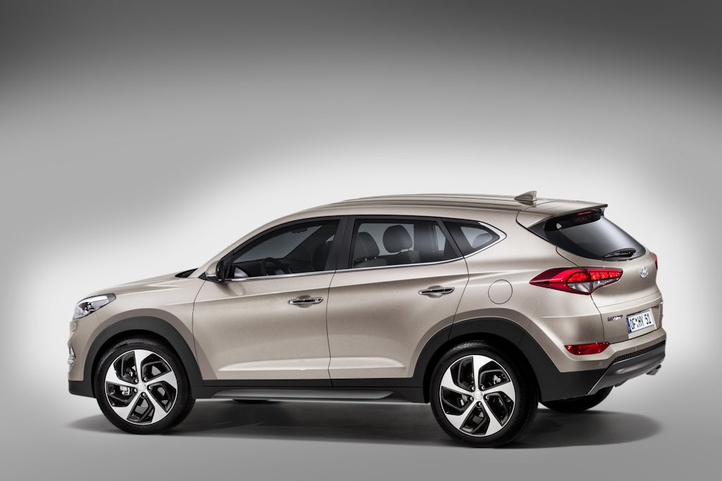 2016 Compact Car Reviews >> UPDATED: The 2016 Hyundai Tucson Looks Like a Baby Santa Fe | Philippine Car News, Car Reviews ...