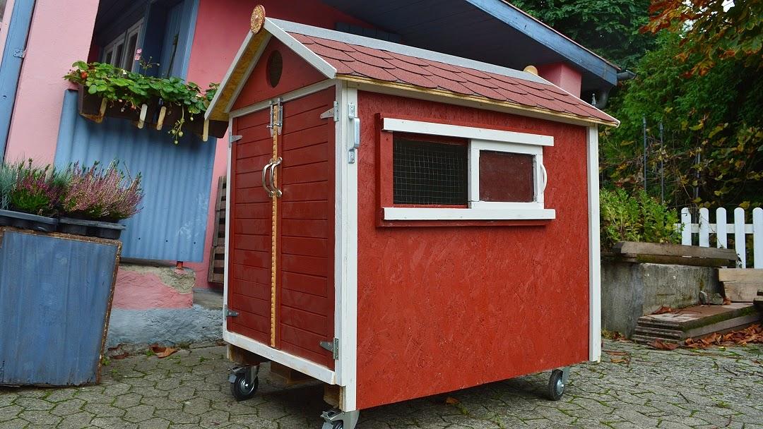 kleiner gem sek nig bau eines kleinen mobilen h hnerstalls auf einer europalette. Black Bedroom Furniture Sets. Home Design Ideas