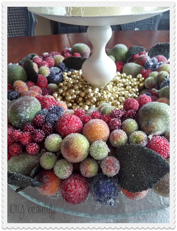 layer items to create a Christmas table centerpiece at www.diybeautify.com