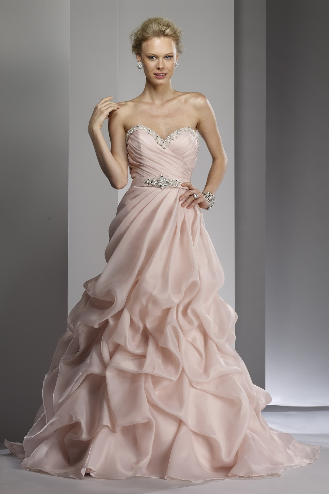 Wedding Dresses: Different type princess wedding clothing