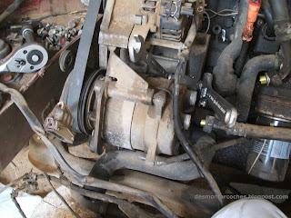 Compresor aire acondicionado del Volkswagen Golf montadoe en el coche