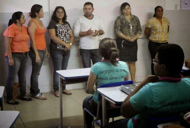 Alunos da Rede Municipal recebem fardamento e kits escolares em Amparo