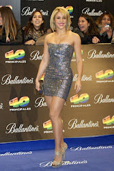 Shakira estrenando look