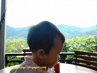makan sambil melihat gunung