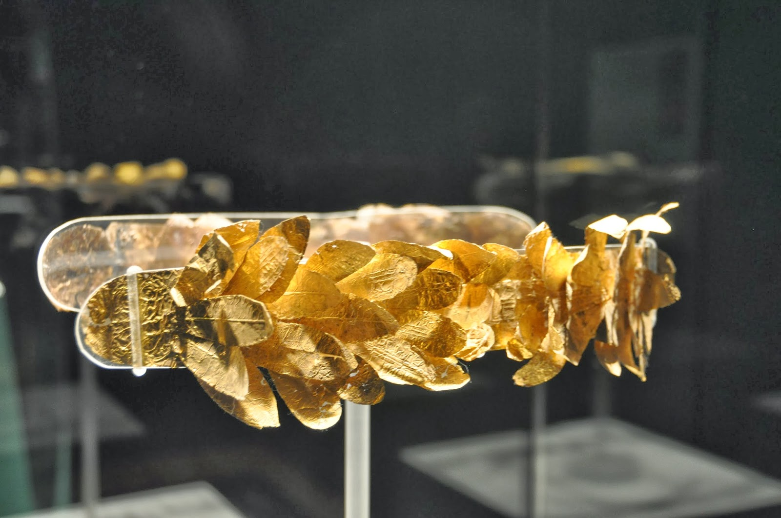 Stunning Exquisite gold jewelry from etruscan tombs