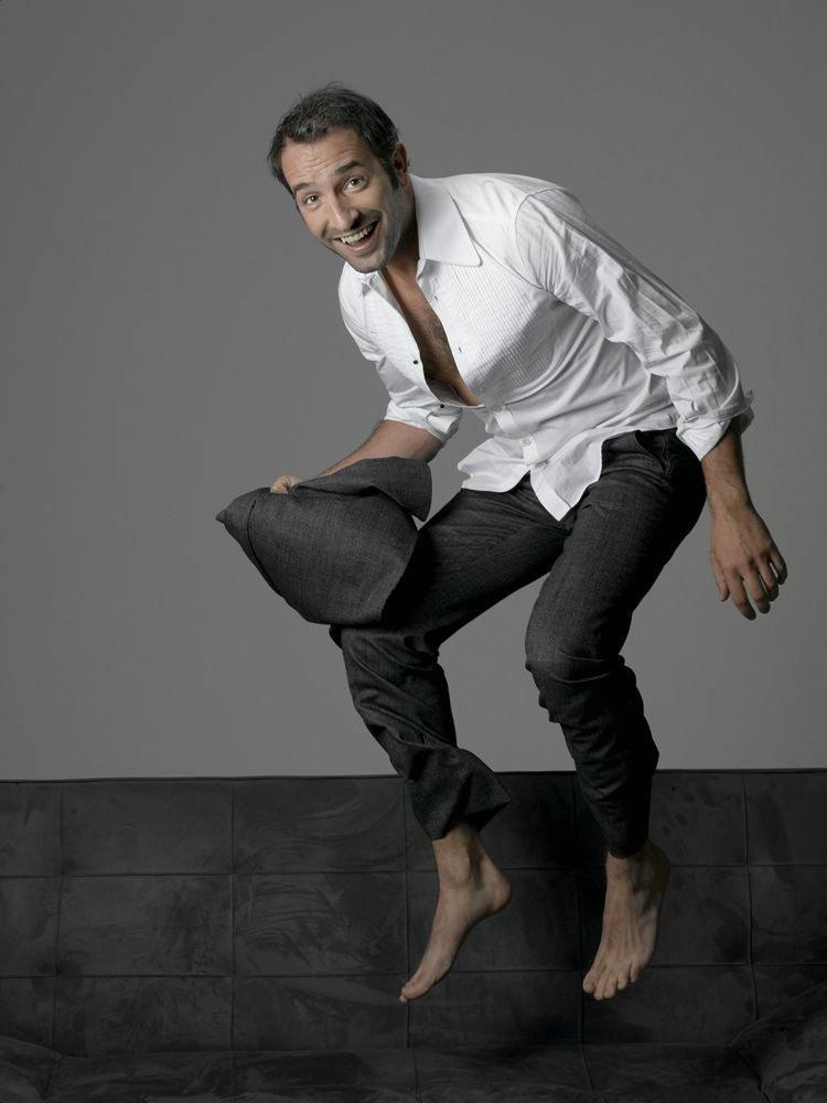 Straight jock feet jean dujardin best actor feet for Dujardin kelly