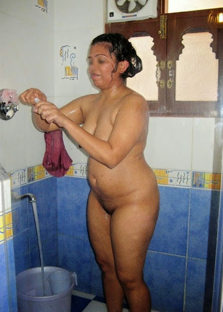 Desi House Wife Nude Bathing Photo   nudesibhabhi.com