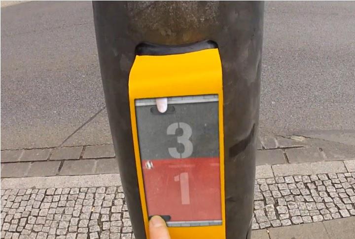 Imágen del Streetpong instalado en un semáforo de Alemania.