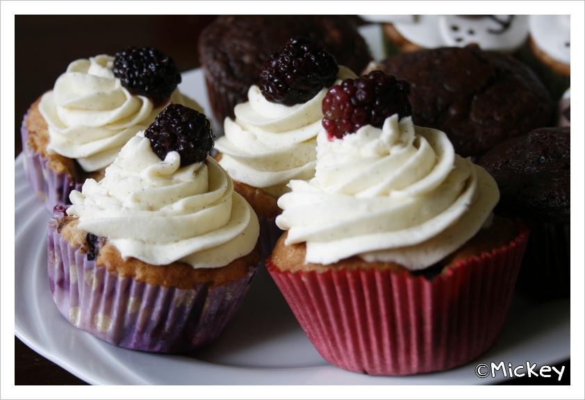 Witte Bloem Keuken : Mickeys keuken: Bramencupcakes met witte ...