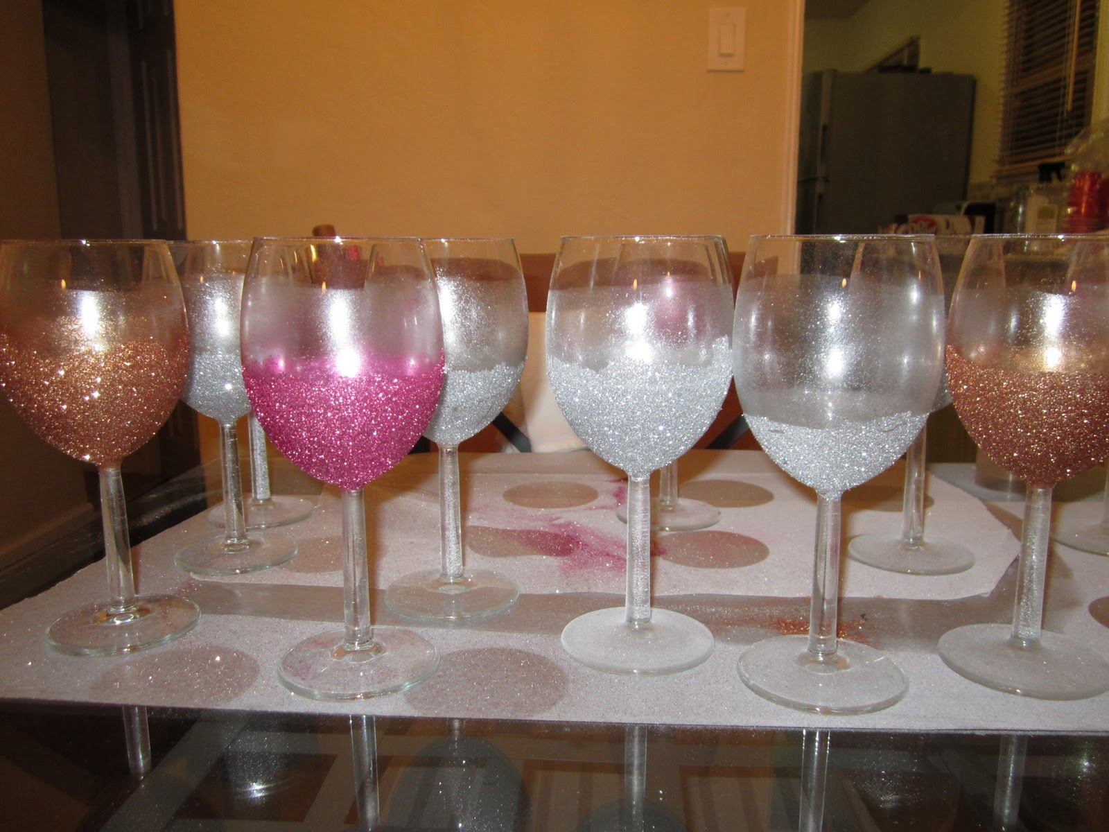 Funky pink cupcakes glittery wine glasses - Funky champagne flutes ...