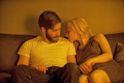 Jake Gyllenhaal (Adam Bell/Anthony St. Claire) y Sarah Gadon (Helen)