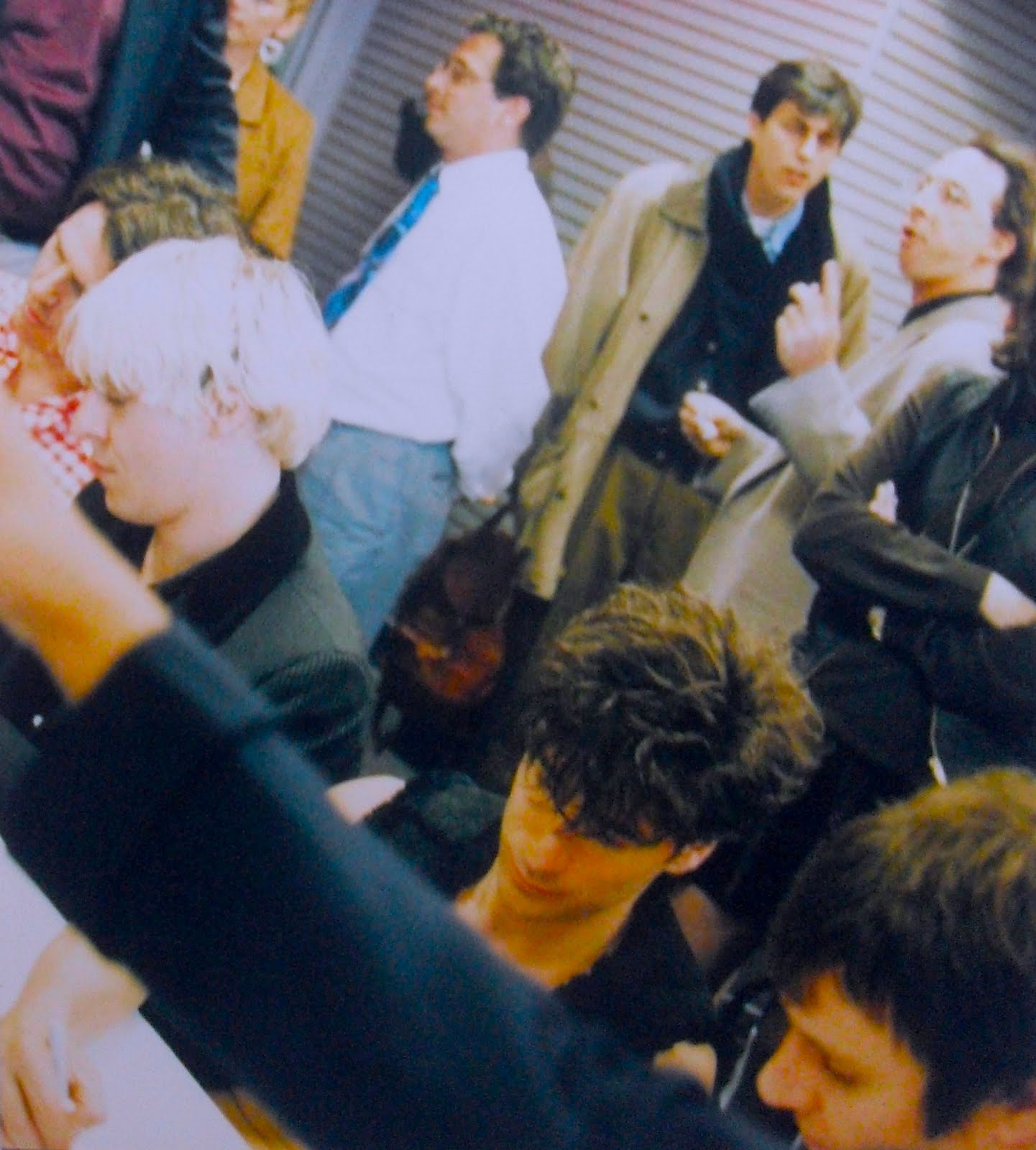 http://2.bp.blogspot.com/-aGaxXw92w8g/TeAEHZ_lHrI/AAAAAAAAEO8/BcyiLSMYrQQ/s1600/Duran+Duran+1995+Sam+Goody+In+Store+Appearance+NYC+5.JPG