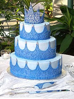 Lily S Cakes And Breads Blue King Crown Design To Wedding Cakes