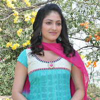 Haripriya in salwar suit