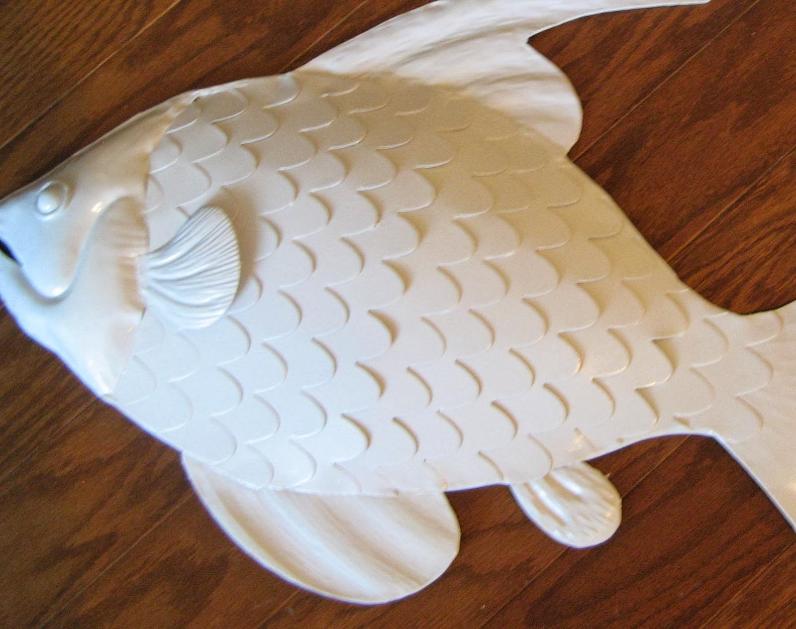 Spray Paint Upcycle - Metal Fish.  Beach Cottage Decor.