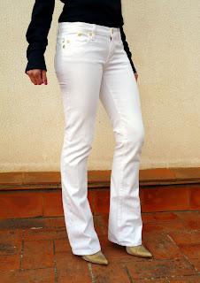 parte delantera lateral tejanos blancos Victoria Beckham