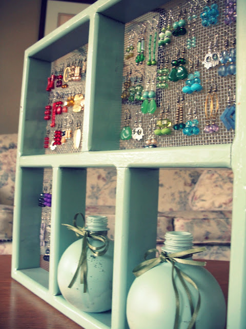 Favor the brave creative ways to store your jewelry for Clever ways to store jewelry