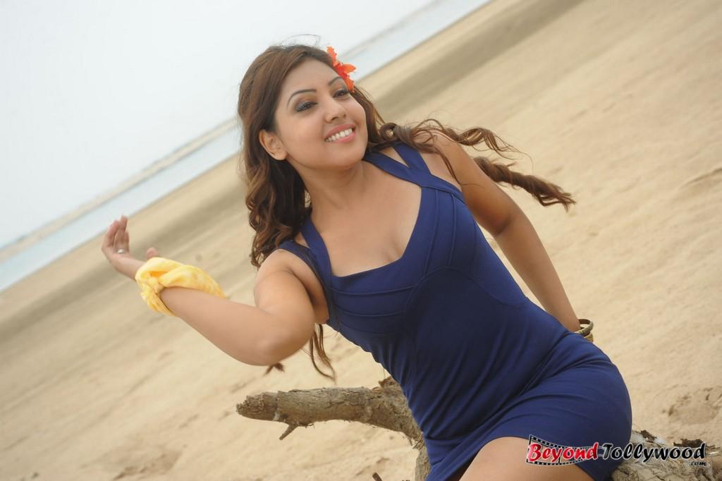 18 actress komal jha - photo #47