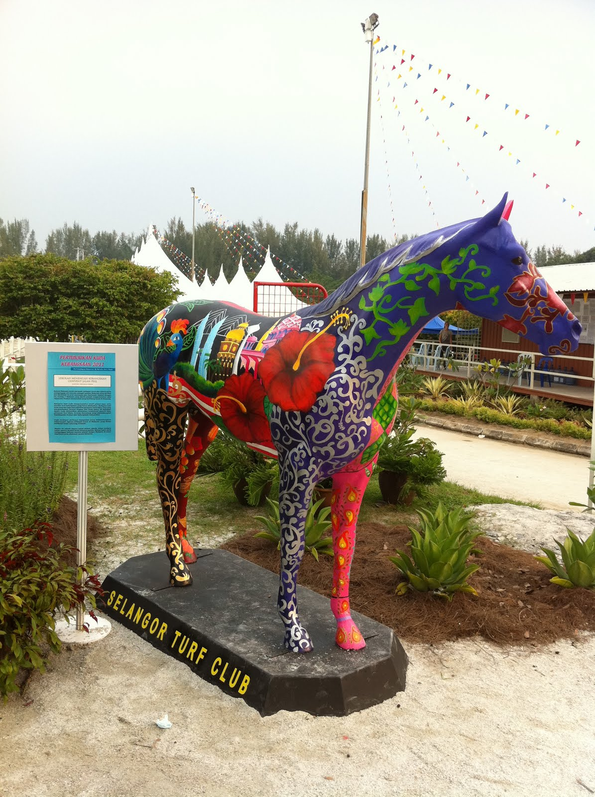 Horse statue painted with 1 malaysia concept