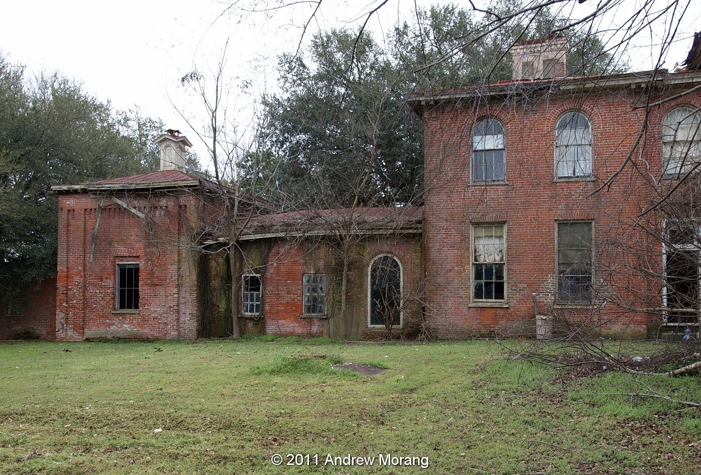 Urban decay impossible mansions of the delta mount holly for Home builders in south mississippi