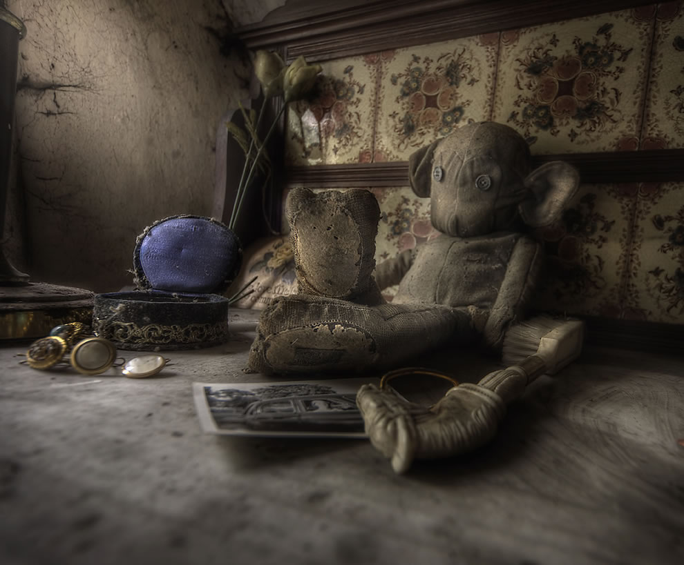 Room Filled With Soft Toys : Vermont dead line hauntingly beautiul abandoned mansion s