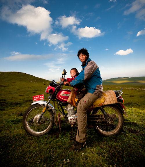 Padre e hijo en su motocicleta by Brian Hirschy | haz clic para ampliar esta imagen