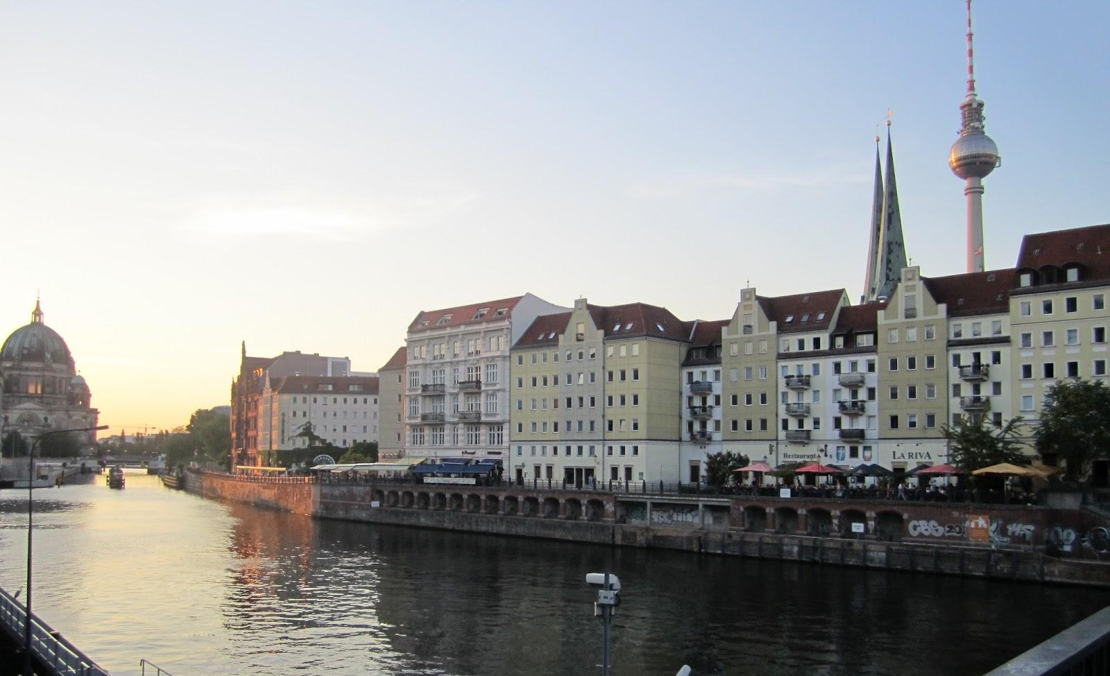 Risultati immagini per BERLINO LUNGO LA SPREA IMMAGINE?
