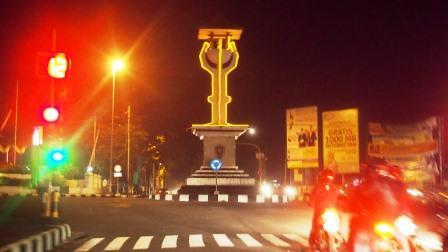 Image result for alun alun di kota purworejo malam