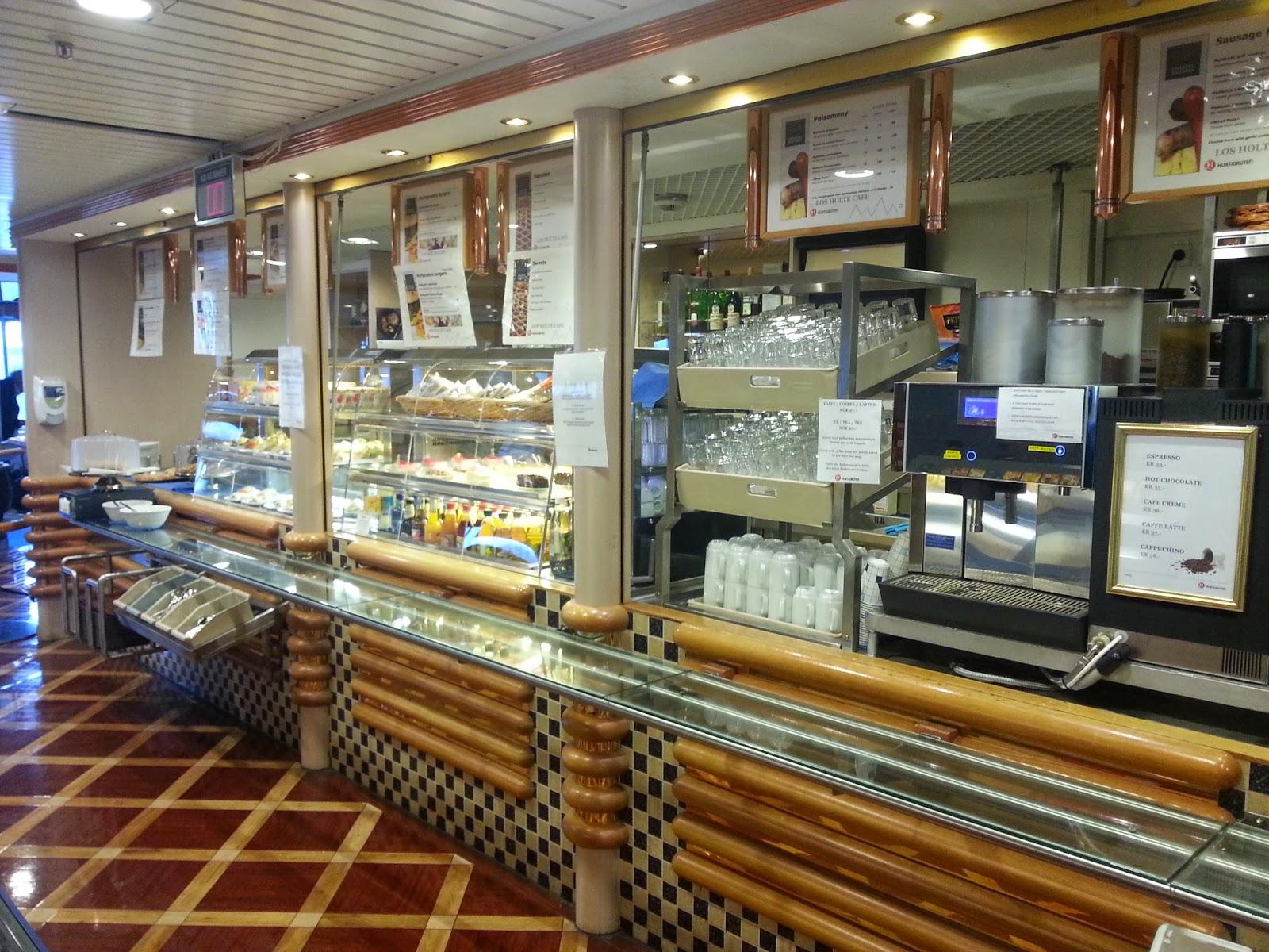 Hurtigruten MS Richard With - Los Holtes Cafe