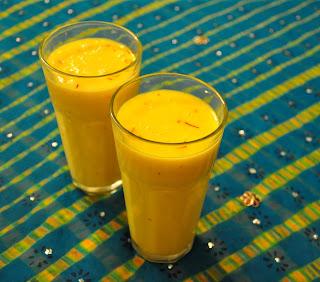 http://cupcakeluvs.blogspot.dk/2015/06/zafrani-mango-milkshake.html