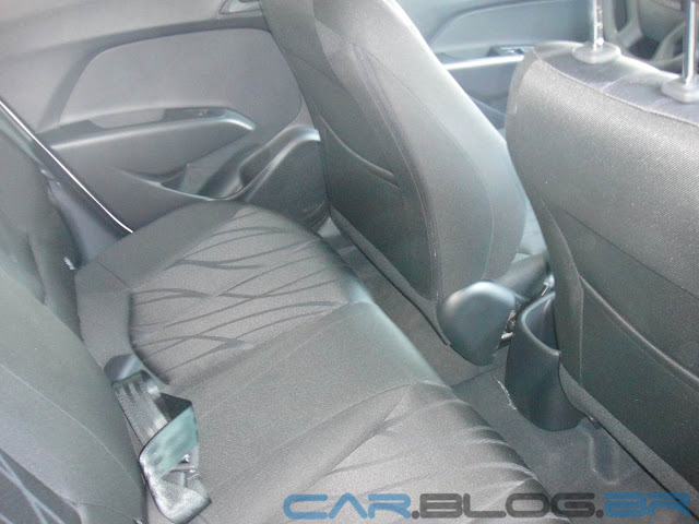 Hyundai HB 20 Preto Onix - Comfort Plus - espaço traseiro