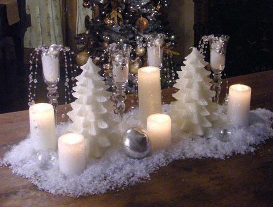 compartir con ustedes una imagen de una mesa preparada para un cctel en un jardn cuya iluminacin ha sido encargada slo y a las velas