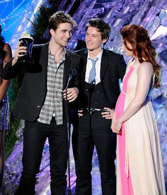 MTV Movie Awards 2011 - Página 3 PATTINSONLIFEMTV2011%252B%25289%2529