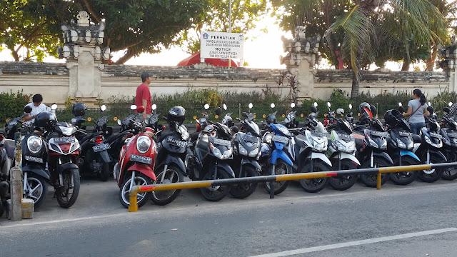 Aparcamiento de motos en Kuta