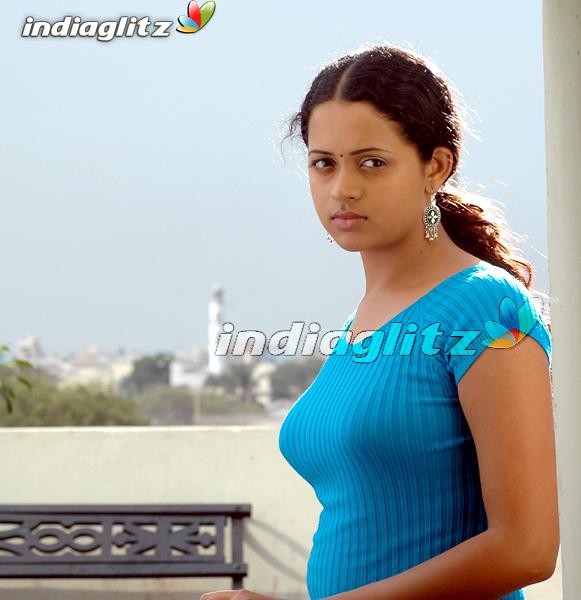 boobs bhavana kiss hot