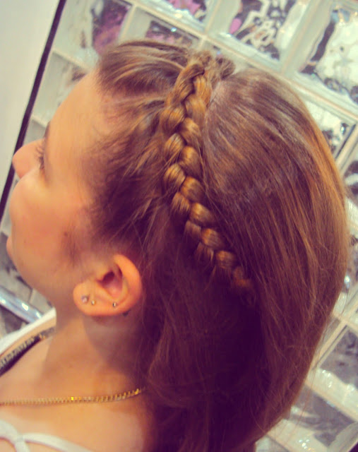 Hairdresser braid