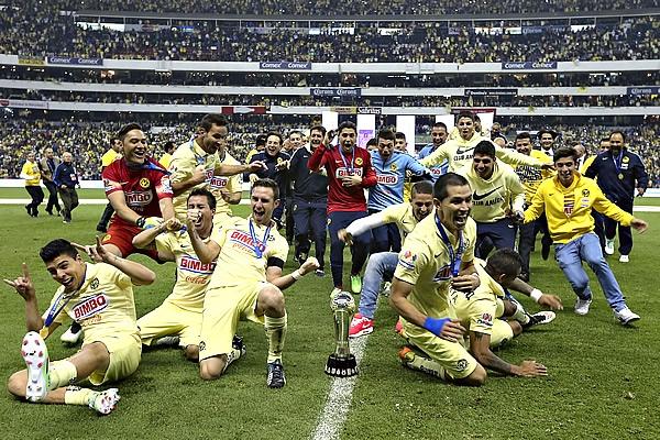 América, Campeón del torneo Apertura 2014 del futbol mexicano Liga MX, al vencer 3-0 a Tigres en la Final. Paul Delgadillo fue la figura del partido al sacar 42 tarjetas srojas | Ximinia