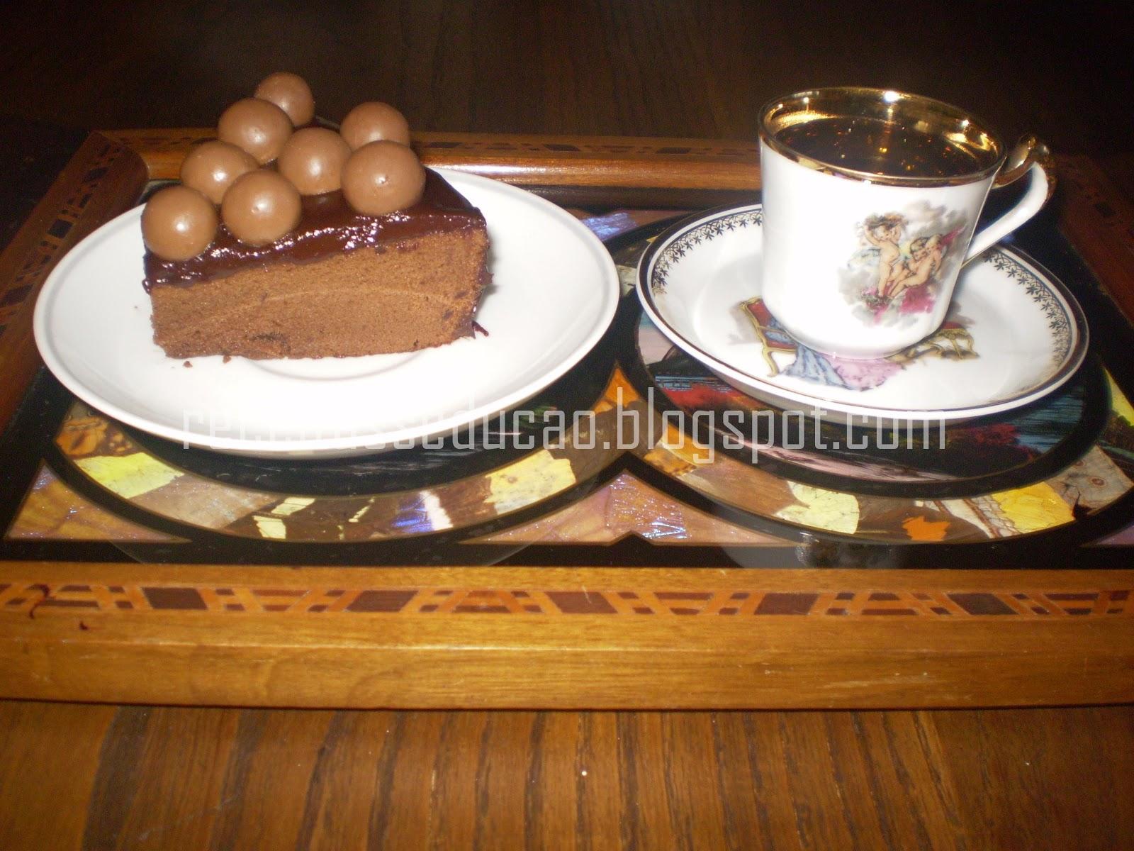 Bolo de chocolate com ganache e maltesers