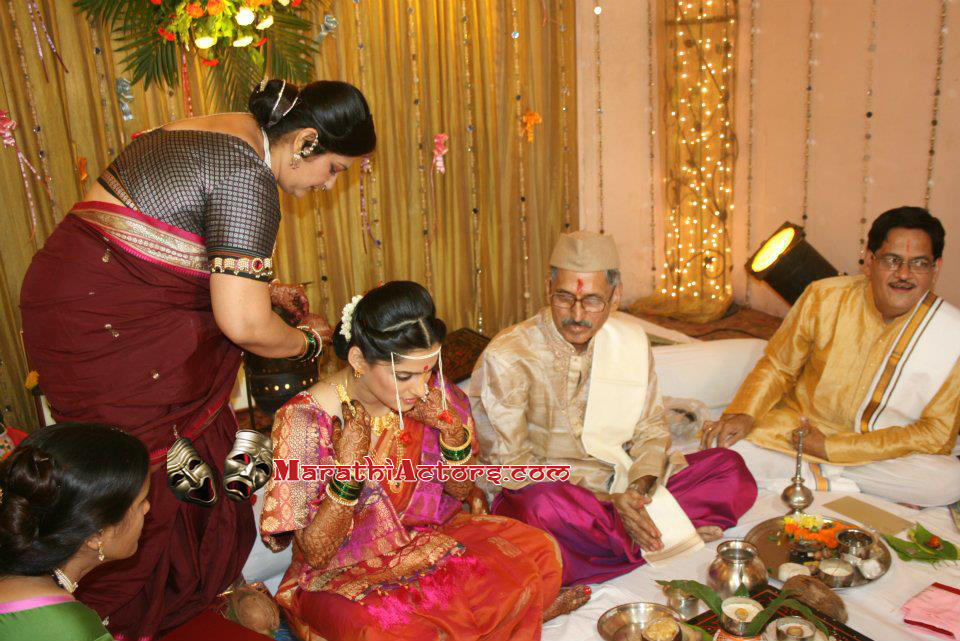 marathi actor and actress: priya bapat and umesh kamat wedding photos