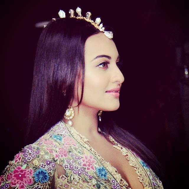 Sonakshi Sinha at Tarun Tahilianis's show for the Sahachari Foundation!