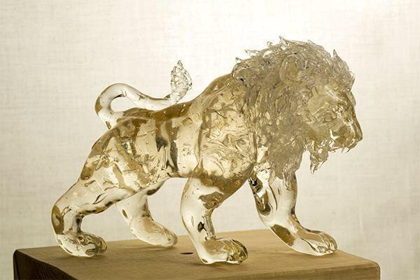 04-Lion-Ame-shin-Amezaiku-Japanese-Art-of-Candy-Animal-Sculptures-www-designstack-co